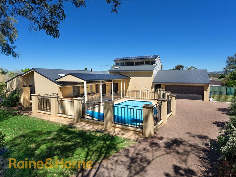 51 Balmoral Crescent, Lake Albert, NSW 2650