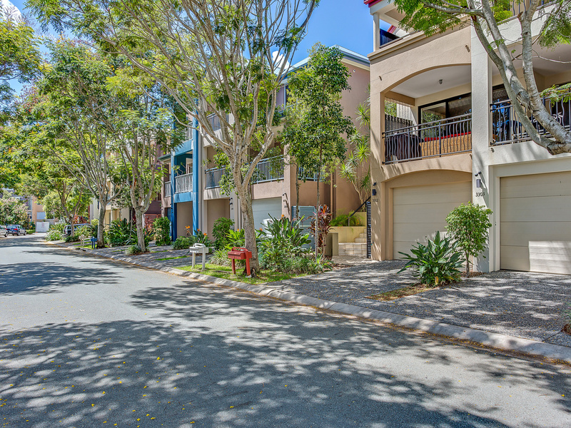 3302 Central Place, Carrara, Qld 4211
