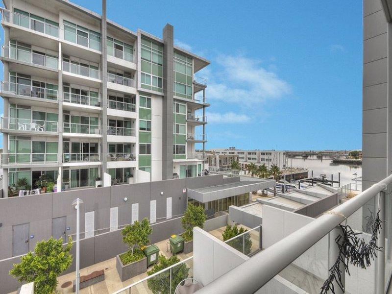 304/1-2 Tarni Court, New Port, SA 5015