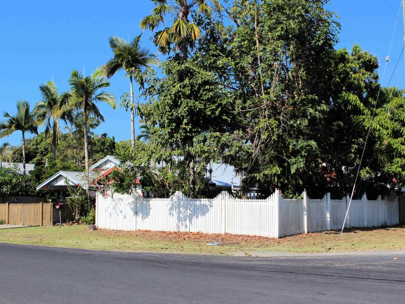 46 Christensen St, Machans Beach, Qld 4878