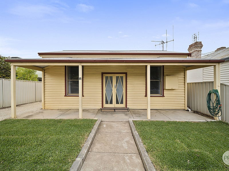 18 Russell Street, Quarry Hill, Vic 3550