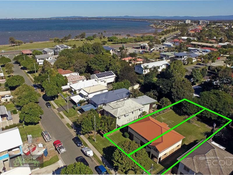 19  McLennan Street, Woody Point, Qld 4019