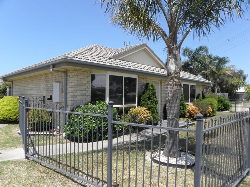 Unit 1/16-20 Roadknight Street, Lakes Entrance, Vic 3909