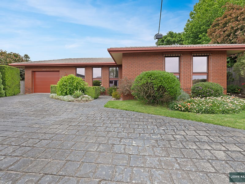 22 Heather Grove, Newborough, Vic 3825