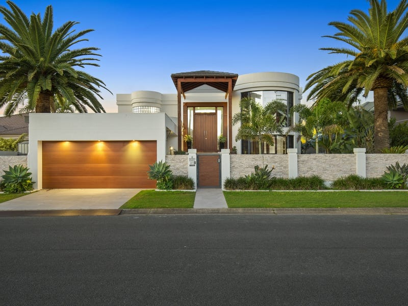 25 Montevideo Drive, Clear Island Waters, Qld 4226
