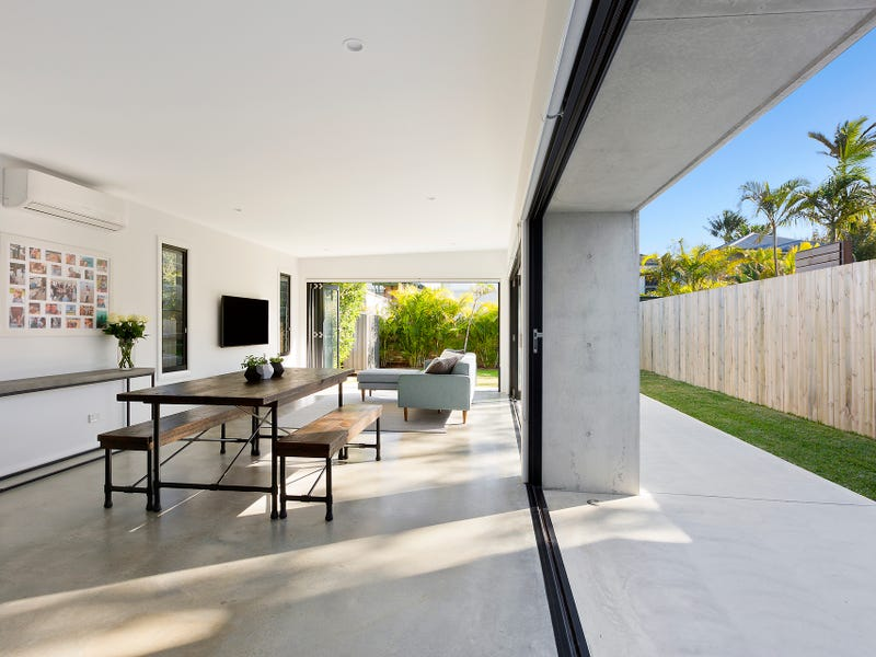 18 Griffin Road, North Curl Curl, NSW 2099
