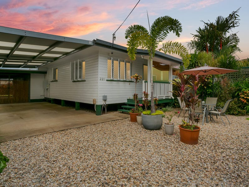 221 Spence Street, Bungalow, Qld 4870