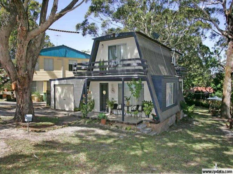 23 Hilltop Street, Bateau Bay, NSW 2261