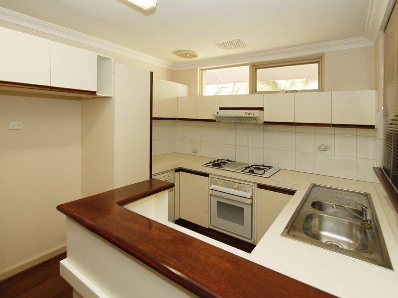5 Hampton Sq West, Morley, WA 6062