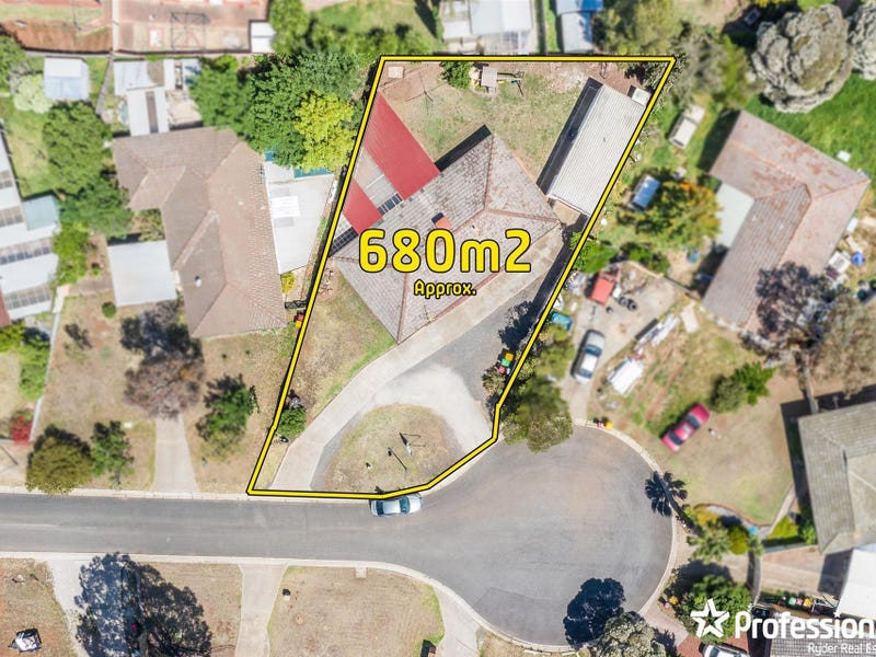 3 Kingsley Place, Melton West, Vic 3337