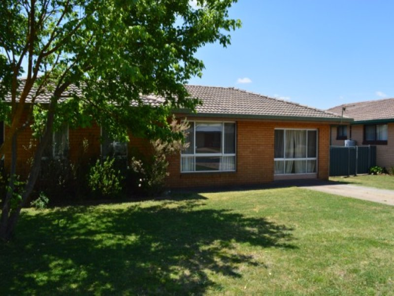 17 Youman Street, Guyra, NSW 2365