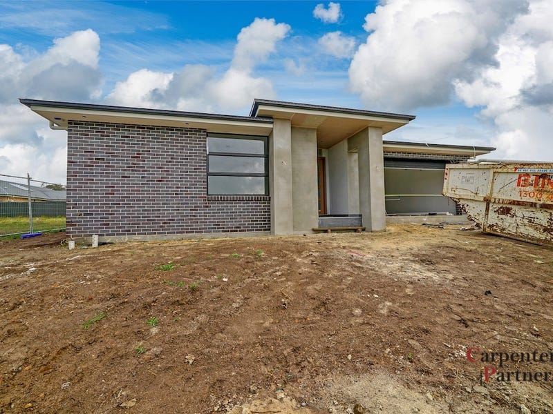 7 Roy Crescent, Thirlmere, NSW 2572