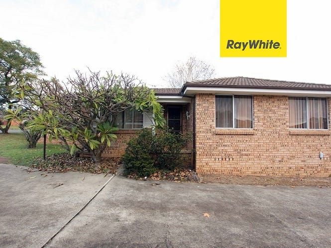 13/8 Bensley Road, Macquarie Fields, NSW 2564