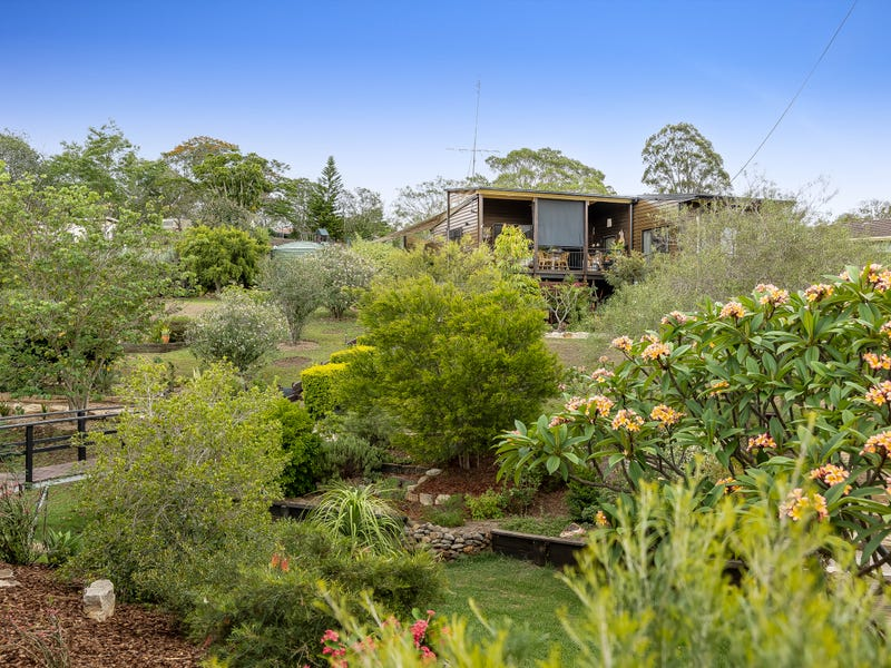 11 Meadows Road, Withcott, Qld 4352