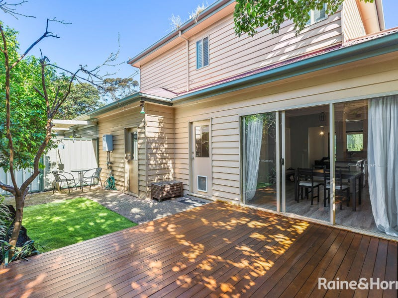 2/9 Saltley Street, South Kingsville, Vic 3015