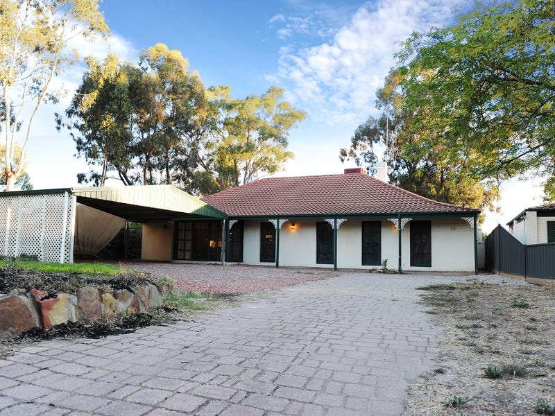 19 Holly Street, Golden Square, Vic 3555