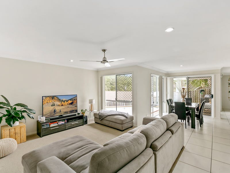 7 Maslin Chase, Pacific Pines, Qld 4211