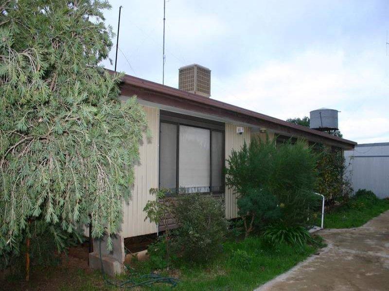28 Pioneer Street, Manangatang, Vic 3546