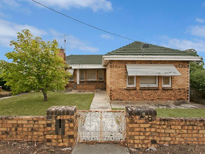 218 Eaglehawk Road, Long Gully, Vic 3550