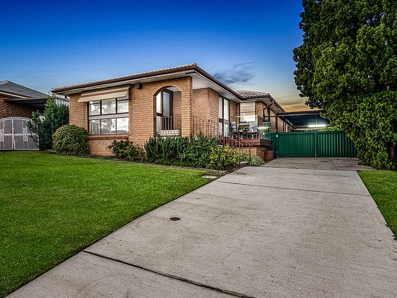 35 Roland Street, Bossley Park, NSW 2176