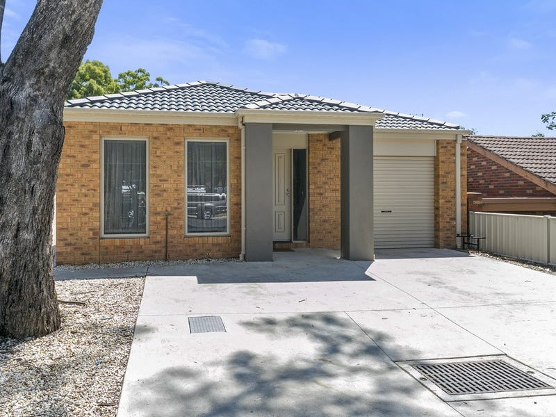 1/8 Sharon Street, Flora Hill, Vic 3550
