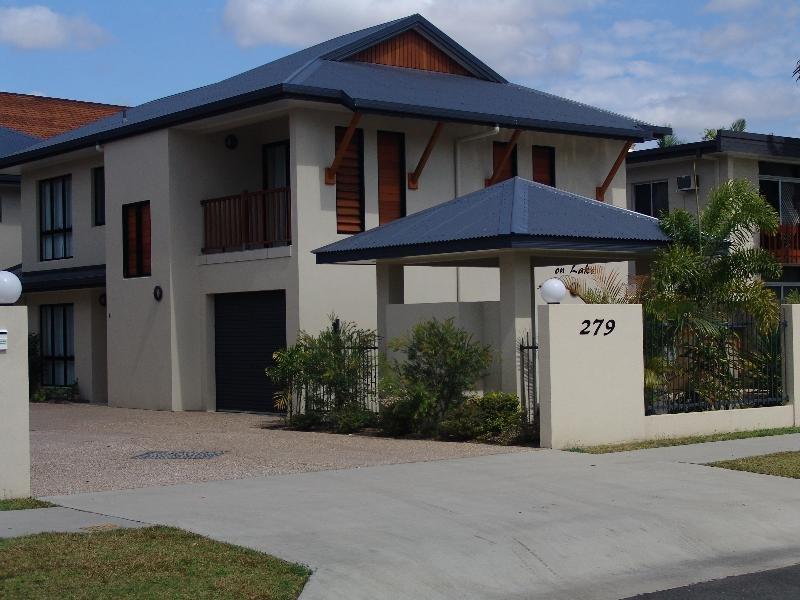4/279 Lake Street, Cairns North, Qld 4870