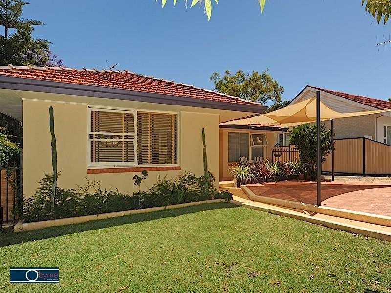 4 Woodley Crescent, Melville, WA 6156