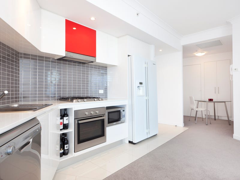 22309/5 Lawson Street, Southport
