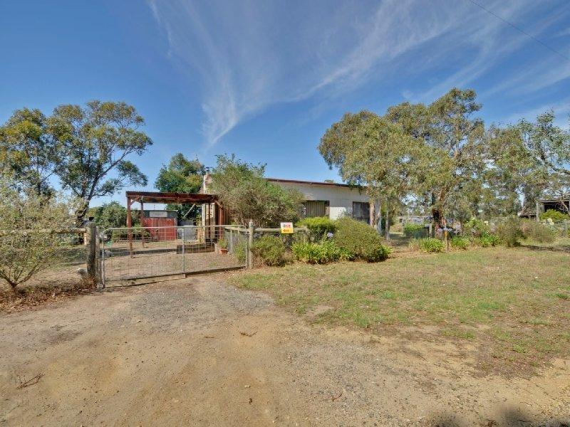 15 Cemetery Road, Toongabbie, Vic 3856