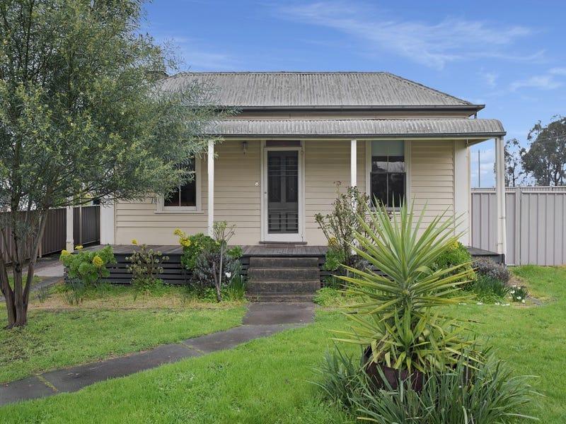 8 Baden Street, White Hills, Vic 3550