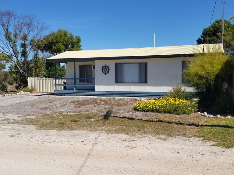 4 Cockle Cove Drive, The Pines