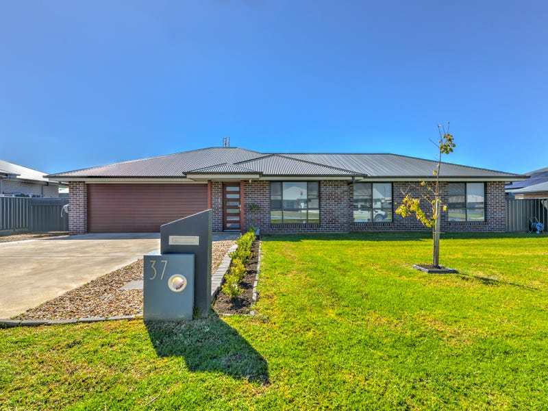 37 Mulga Place, Moore Creek, NSW 2340