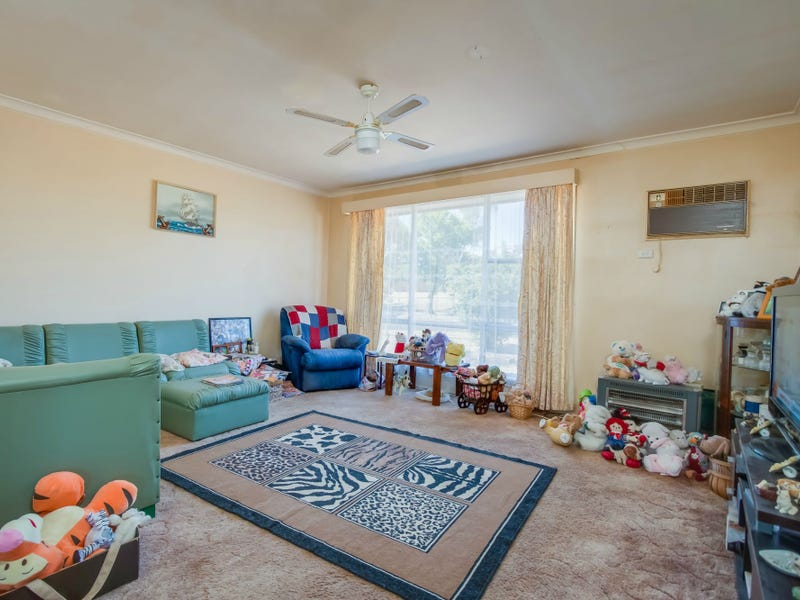 22 Hamilton Crescent, Corryong, Vic 3707