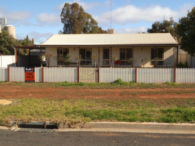 9 Burns Street, Hillston, NSW 2675