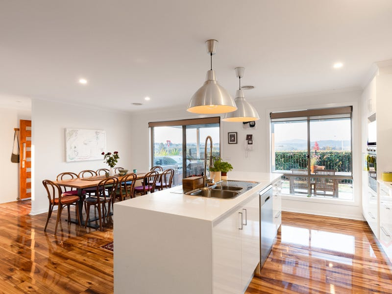 86 Edgeworth Parade, Coombs, ACT 2611