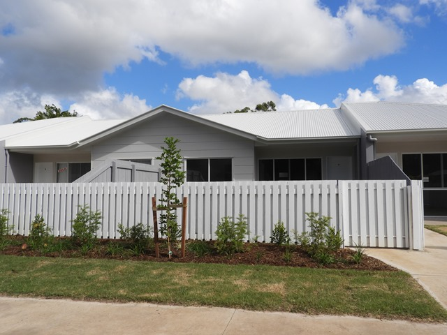 Unit 4/6 Gympie St North, Landsborough, Qld 4550