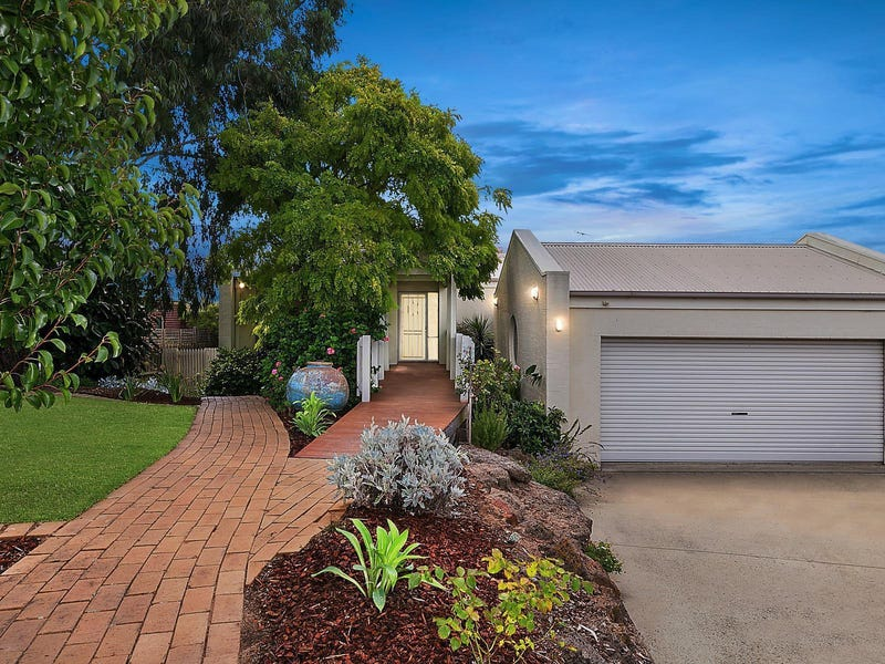 11 St Georges Court, Highton, Vic 3216