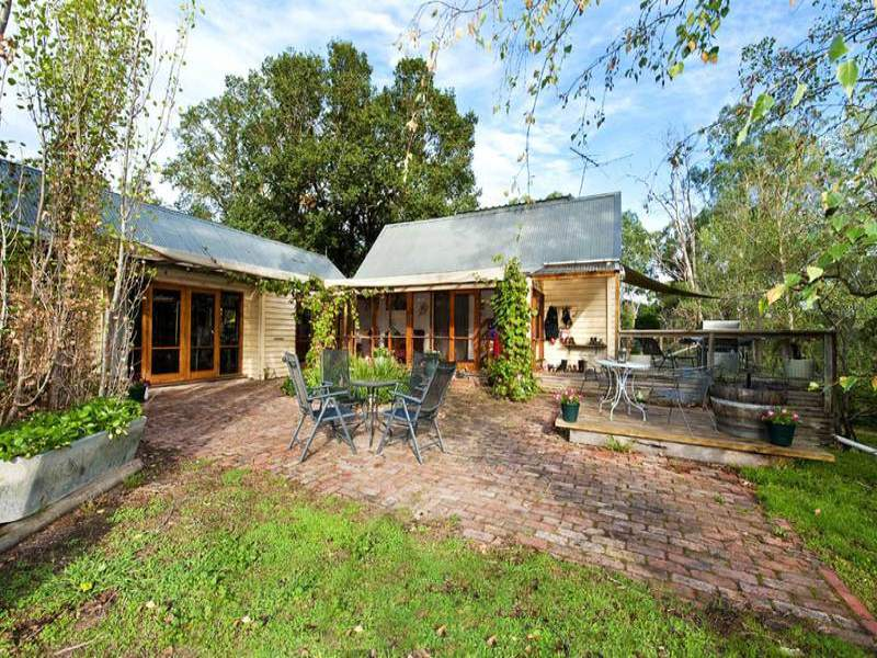 385 Hurstbridge-Arthurs Creek Road, Nutfield, Vic 3099