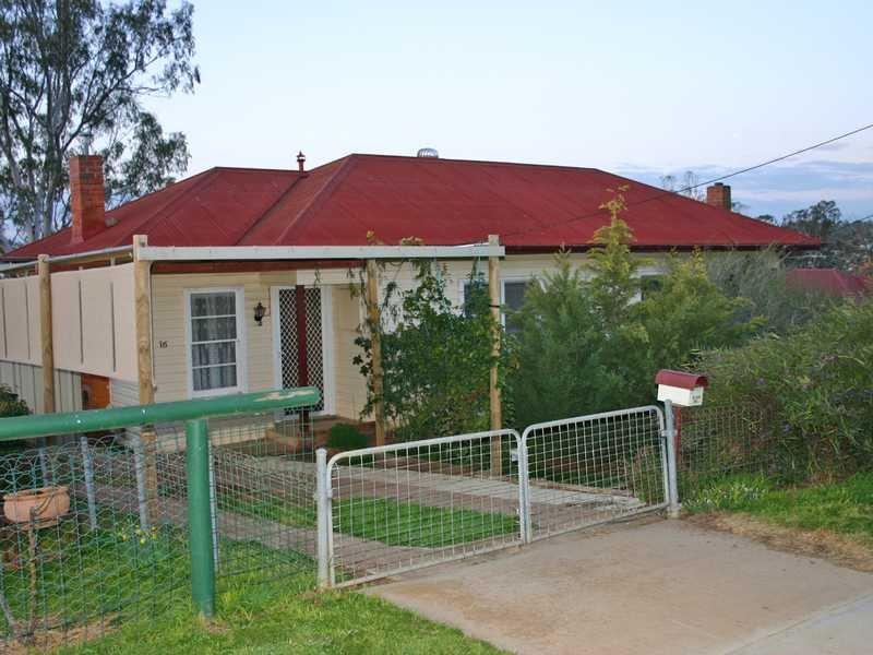 16-18 Robert Street, Junee, NSW 2663