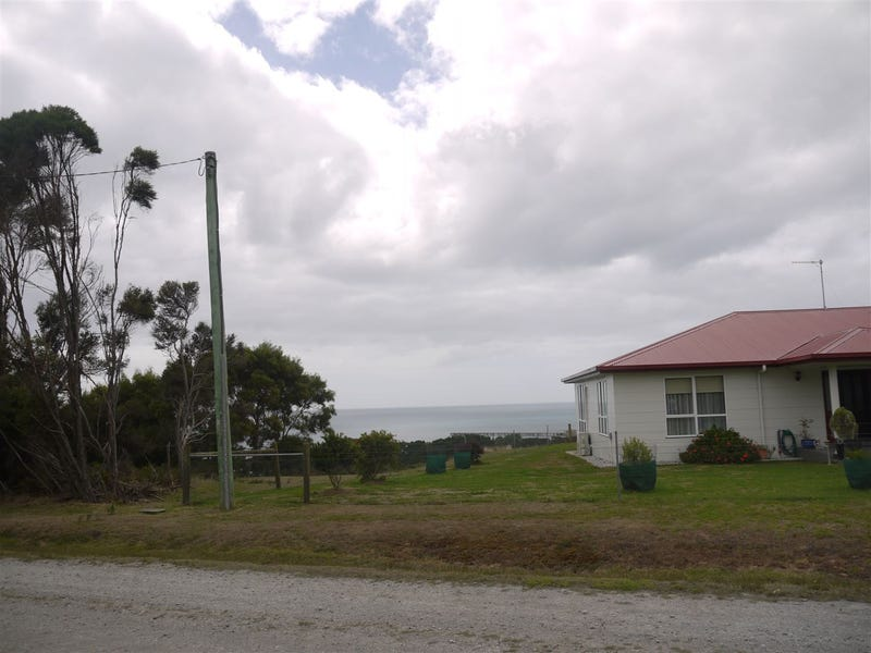 16 Skyline Drive, Naracoopa, Tas 7256