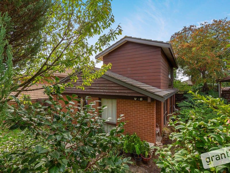 8 Johnson Place, Endeavour Hills, Vic 3802