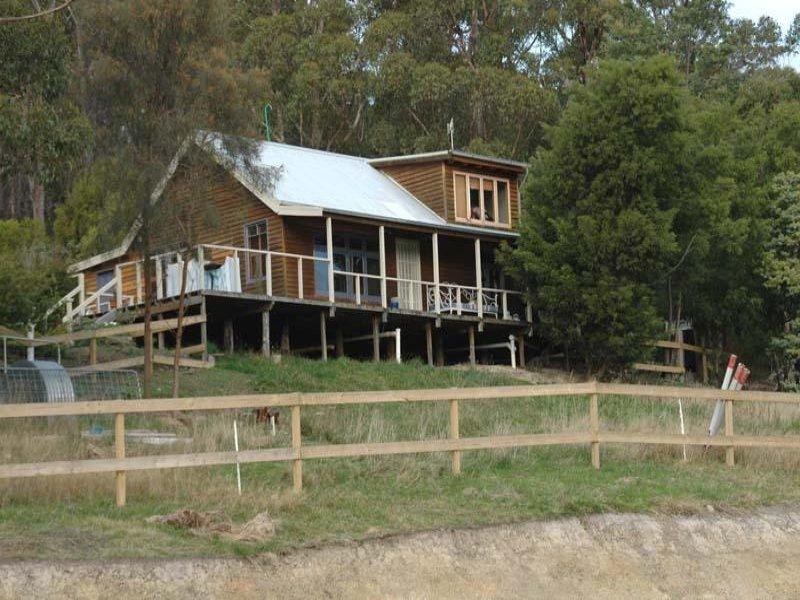 17 Cawthorns  Road, Wattle Grove, Tas 7109