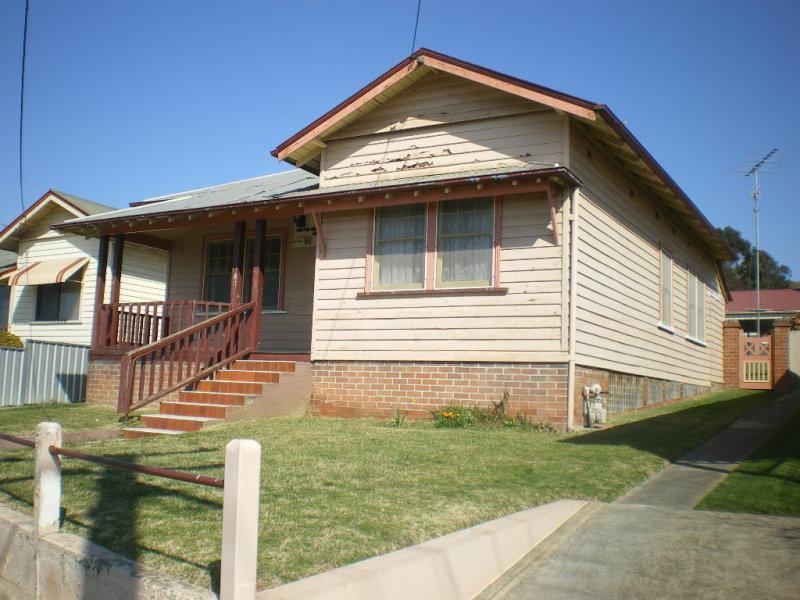 90 SLOANE STREET, Goulburn, NSW 2580