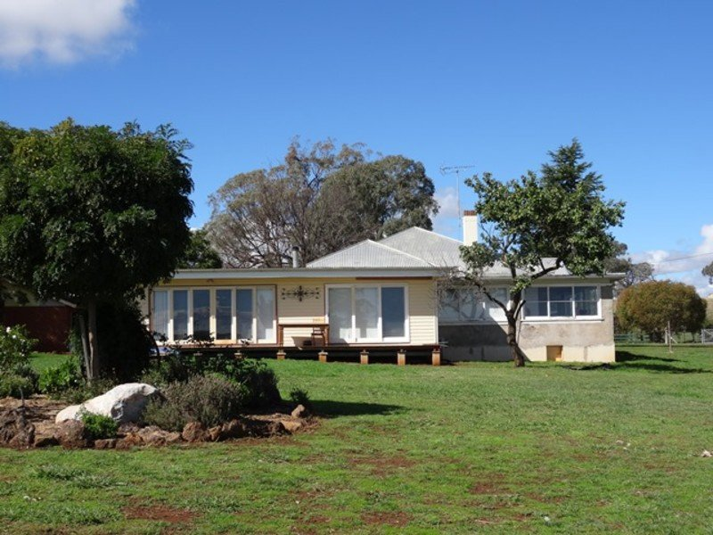 2474 Mitchell Highway, Molong, NSW 2866