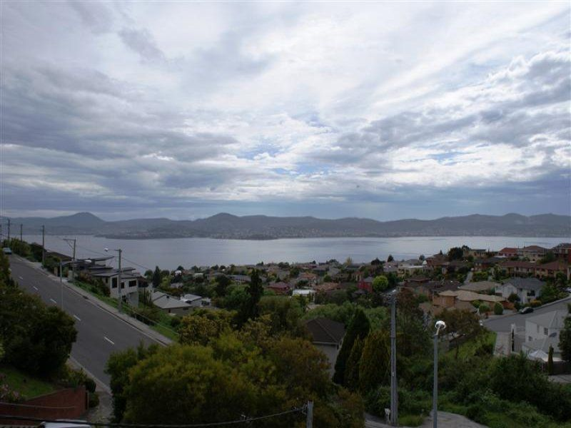 2/322 Churchill Avenue, Sandy Bay, Tas 7005
