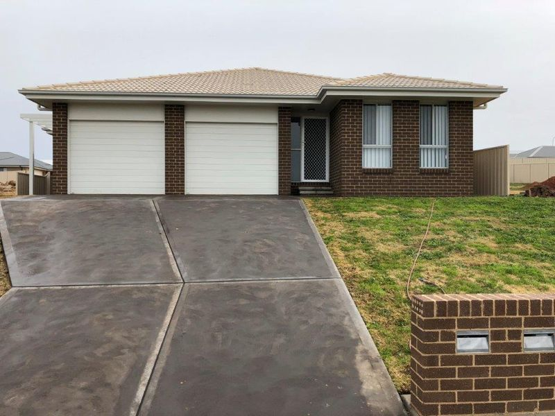 40A Ross Parkway, Gobbagombalin, NSW 2650
