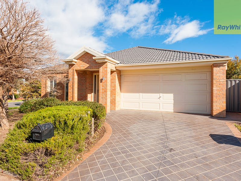 8 Coburn Way, Caroline Springs, Vic 3023