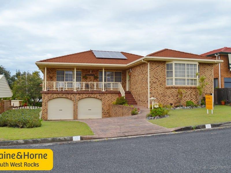 13 Emanuel Crescent, South West Rocks, NSW 2431