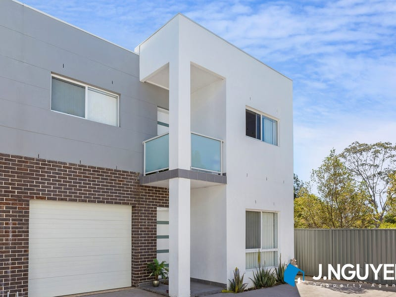 4/10 Strouthion Court, Green Valley, NSW 2168