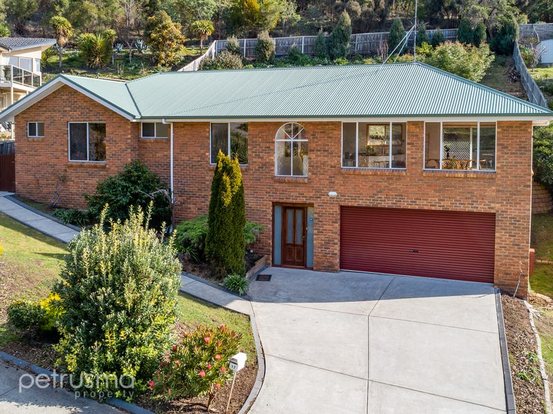 17 Gardenia Grove, Sandy Bay, Tas 7005